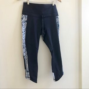 EUC LULULEMON NAVY CROPPED TIGHT SZ 8